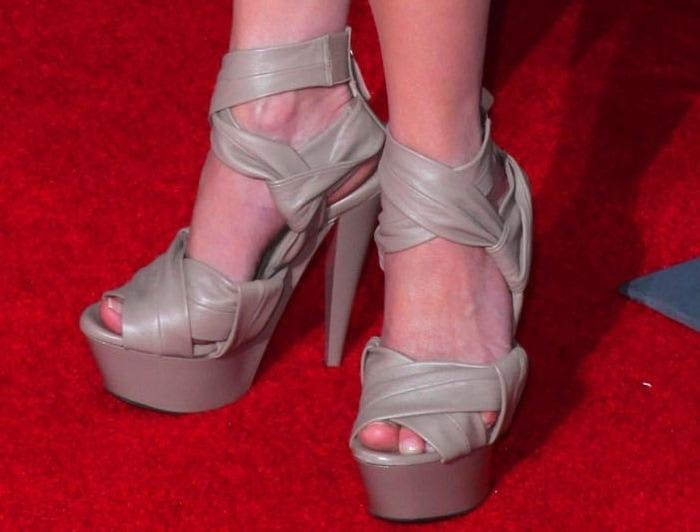 Emilie de Ravin's feet in platform Burberry Prorsum heels