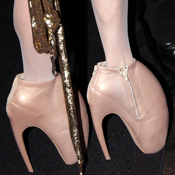 Daphne Guinness in Armadillo shoes buy Alexander McQueen