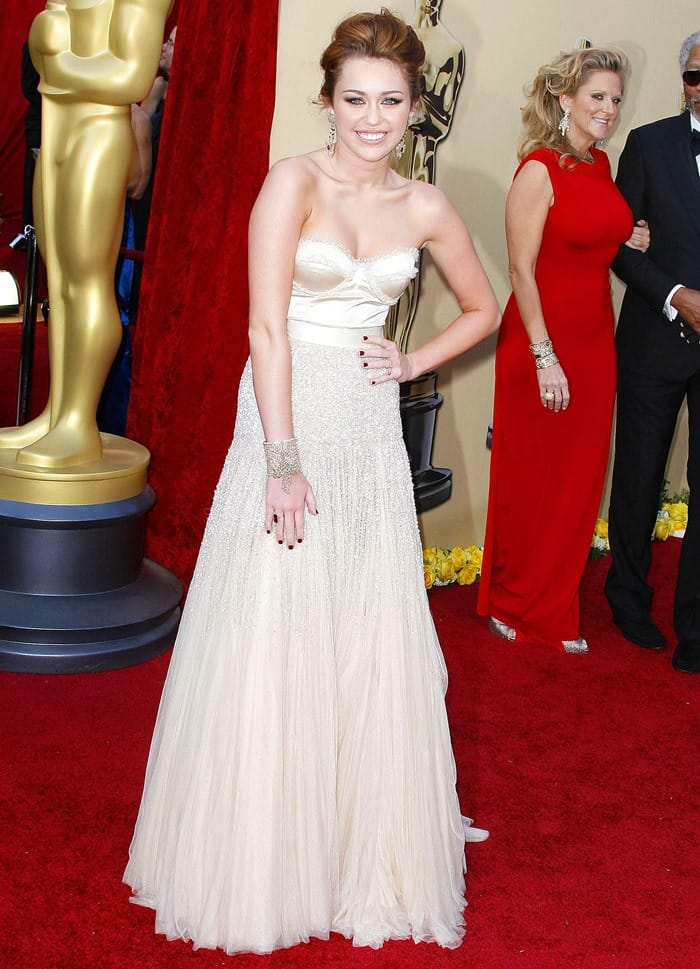 Miley Cyrus in Jenny Packham