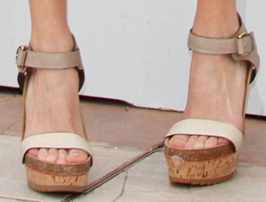 Michelle Williams' hot feet in cork wedge sandals