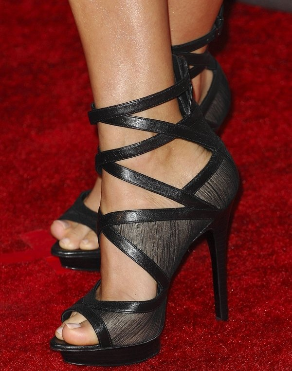 Carrie Underwood shows off her feet inRock & Republic heels