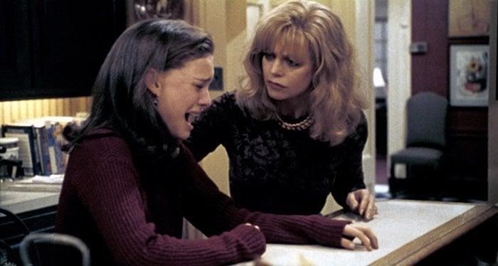 Goldie Hawn as Steffi Dandridge and Natalie Portman as Laura Dandridge in Everyone Says I Love You