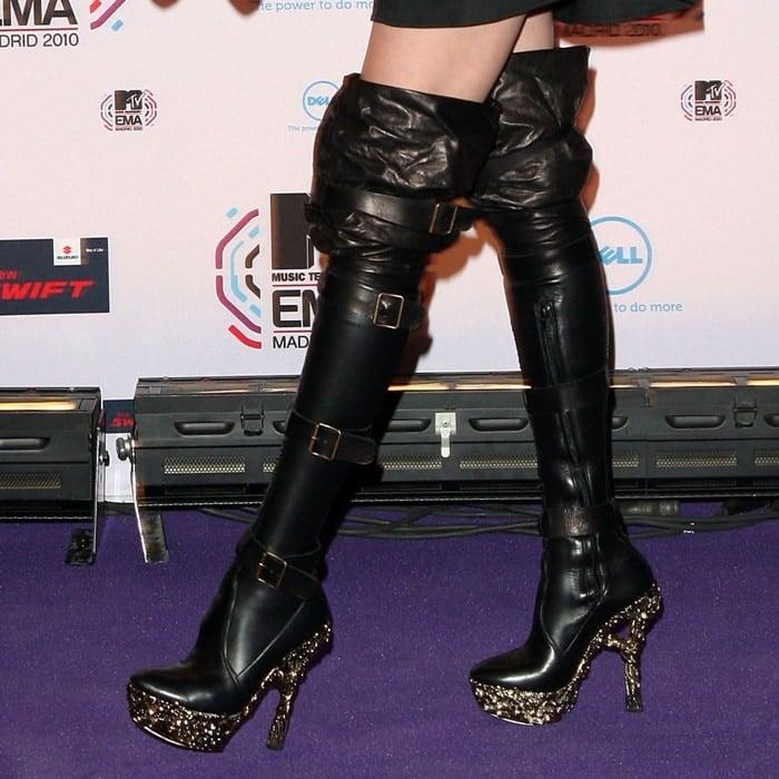 Taylor Momsen wearing Alexander McQueen Fall 2010 over-the-knee boots