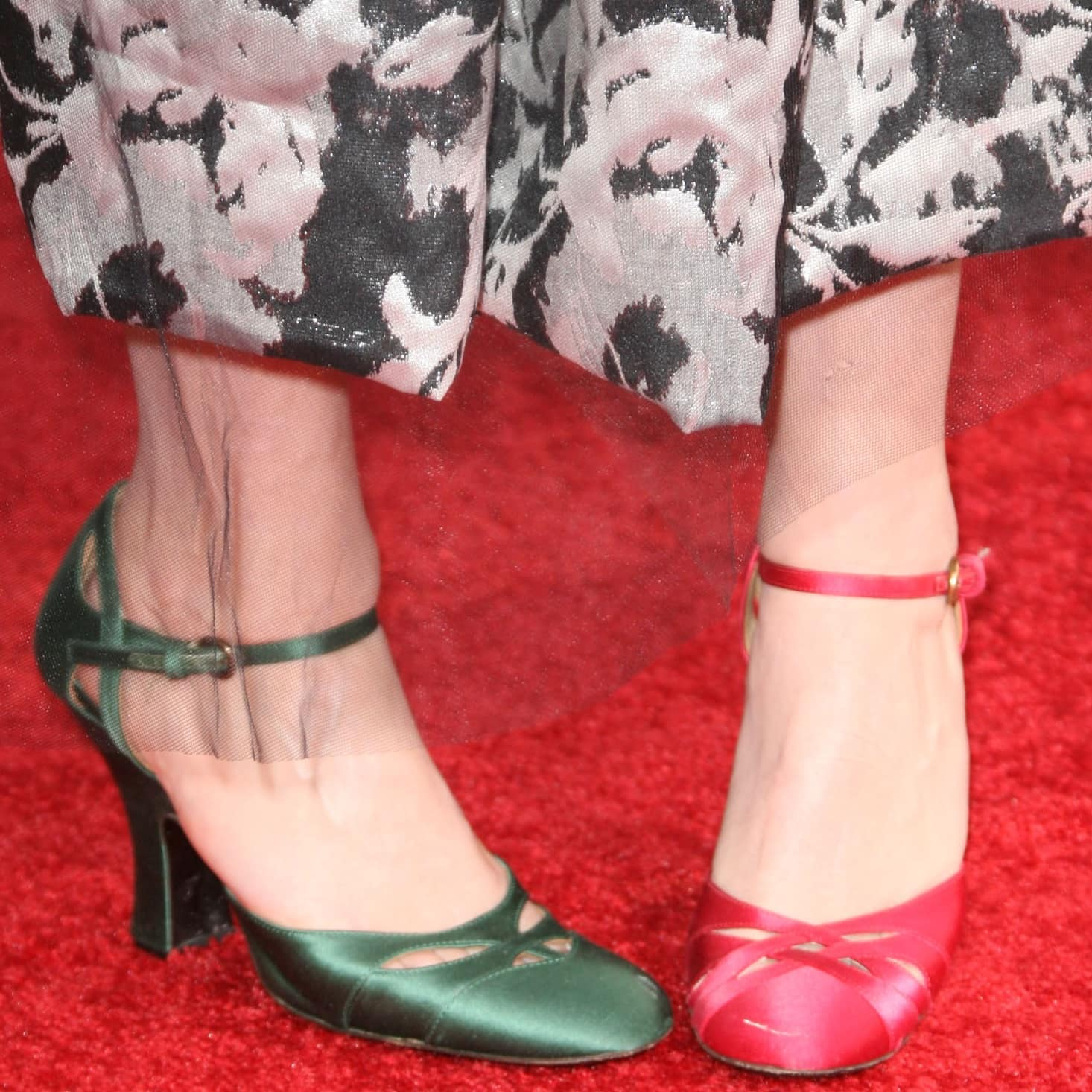 Helena Bonham Carter's one green shoe and one red shoe
