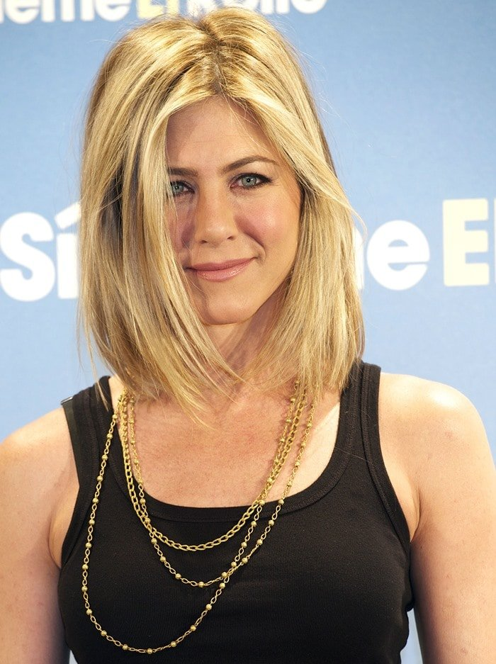"""Jennifer Aniston hit the red carpet a little black dress at the premiere of her latest movie """"Just Go With It"""" in Madrid"""