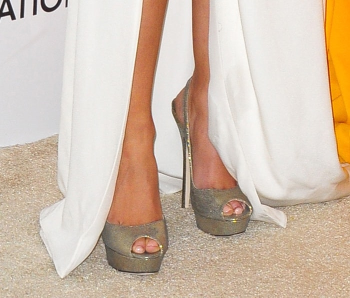Hayden wore metallic Jimmy Choo Vita pumps with her white gown at the 2011 Oscars.