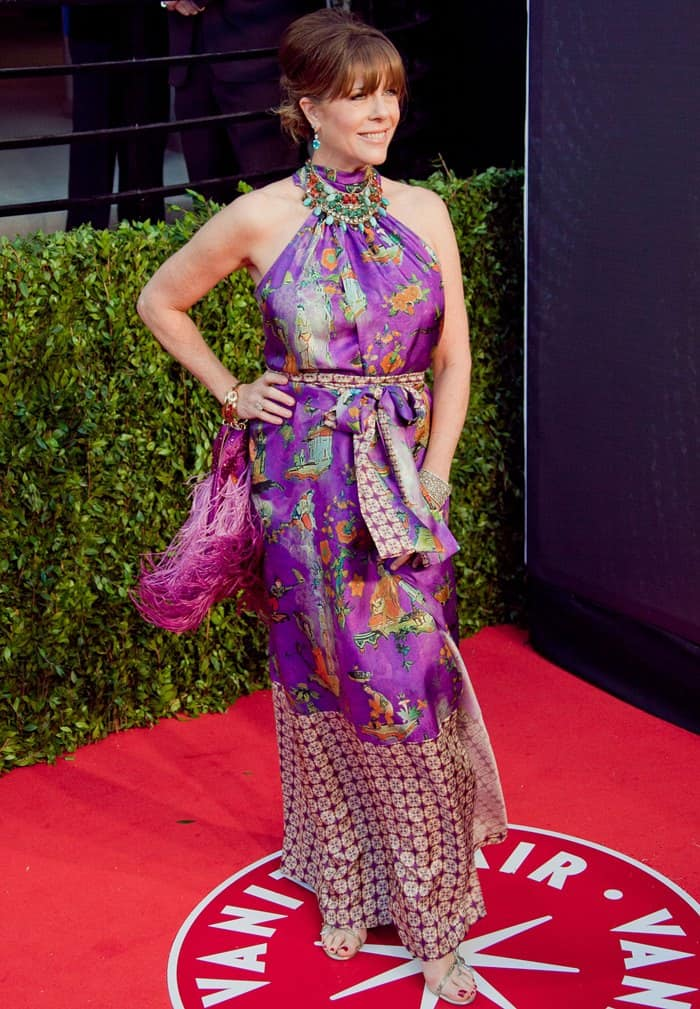Rita Wilson attends the 2011 Oscars in a colorful silk dress and strappy heels.