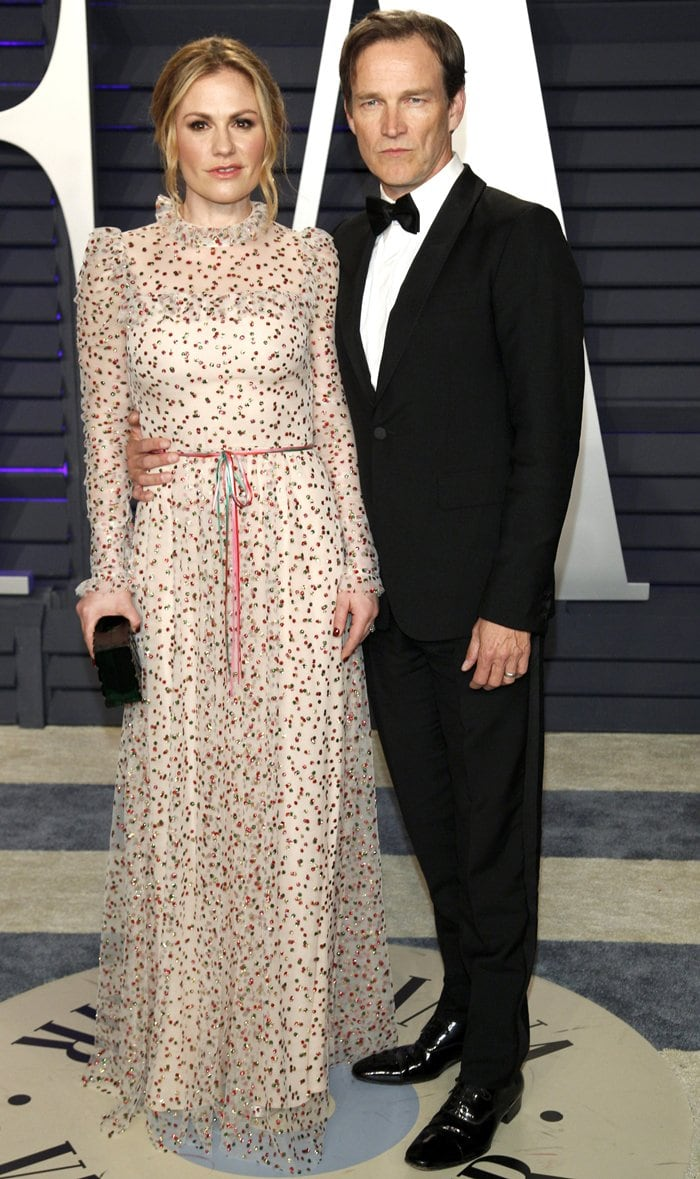 Anna Paquin looked fabulous in a Monique Lhuillier dress and toted a Lala Léxa clutch