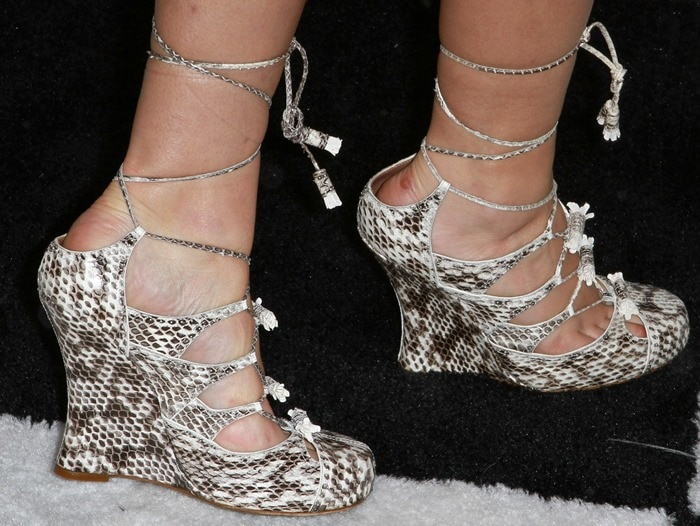 Teresa Palmer wearing Tabitha Simmons 'Drusilla' wedge pumps