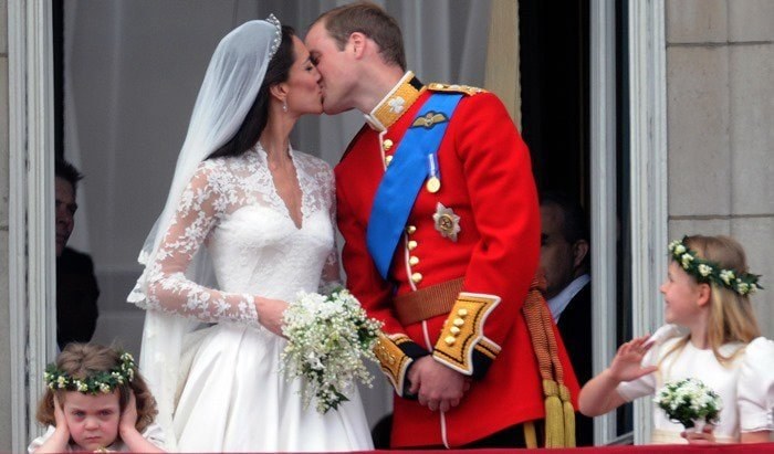 Prince William and Catherine Middleton kiss on the balcony at Buckingham Palace in London on April 29, 2011