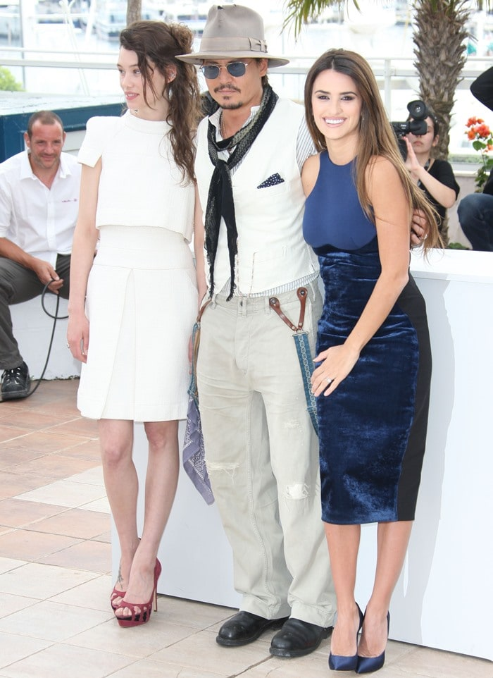 """Astrid Berges-Frisbey, Johnny Depp and Penelope Cruz attend the """"Pirates of the Caribbean: On Stranger Tides"""" photocall"""