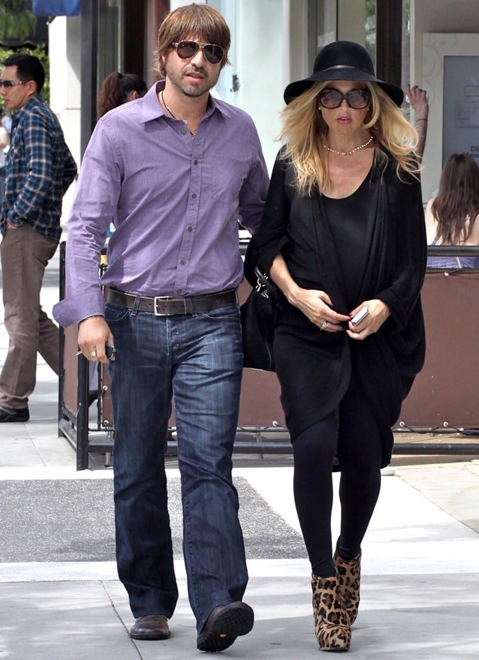 A 38-weeks pregnant Rachel Zoe goes to lunch with her husband Rodger Berman