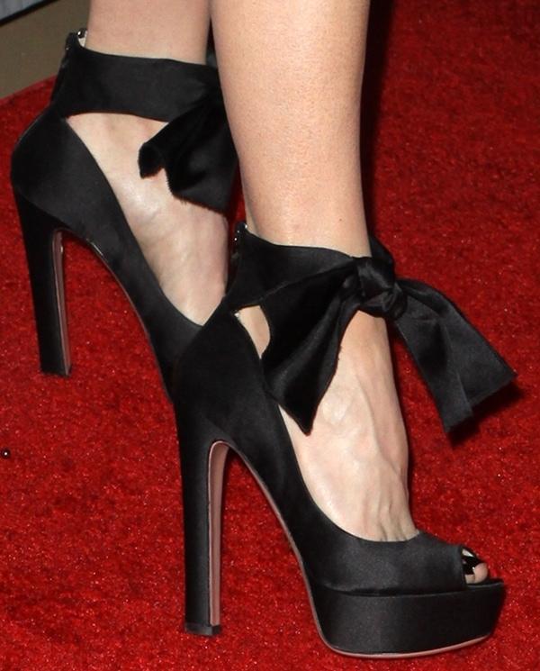 Renee Zellweger showed off her pretty feet on the red carpet
