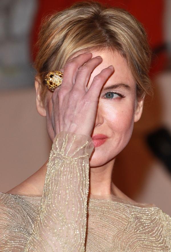 Renee Zellweger'sgold statement ring by Alexander McQueen