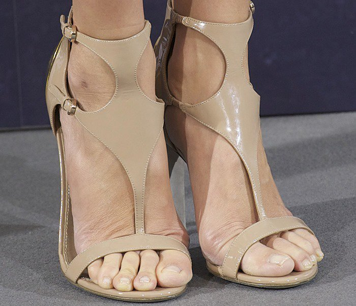 Cameron Diaz's sexy feet in nude Sergio Rossi Clonia sandals