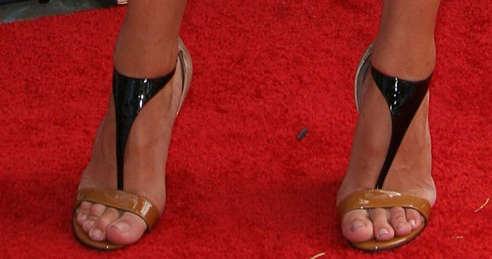 Rosie Huntington-Whiteley's unpolished toenails peek out from beneath her nude-and-black T-strap sandals from Sergio Rossi