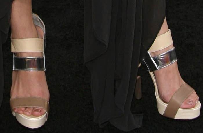 Sarah Hyland looked a bit too young to be wearing nearly 6-inch high heels