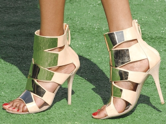 Michelle Williams's hot feet in glaring Giuseppe Zanotti mirrored heels