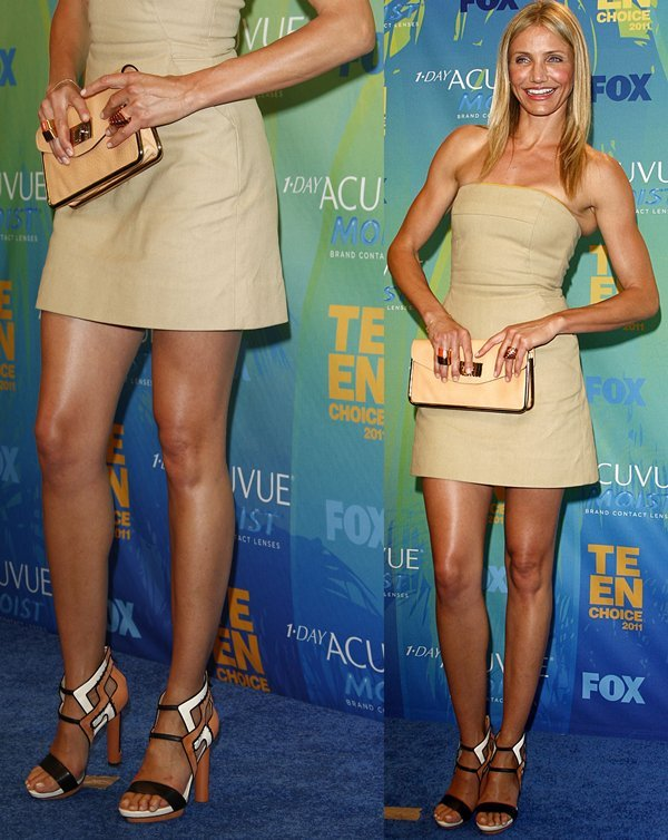 Cameron Diaz shows off her gorgeous legs at the 2011 Teen Choice Awards Press Room in Universal City on August 7, 2011