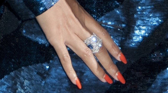 Beyonce's showing off her gigantic ring