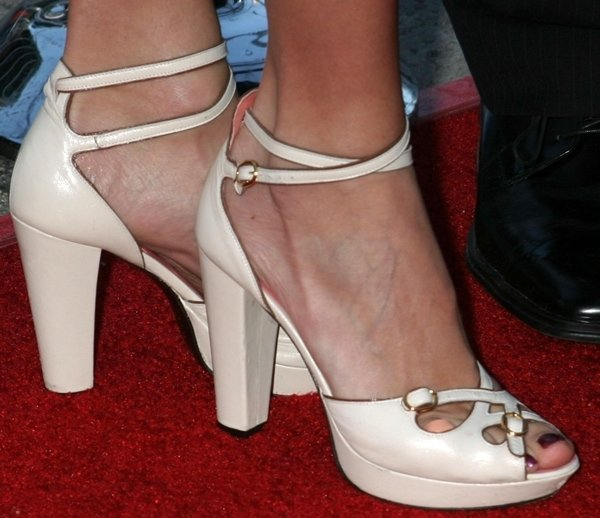 Stacy Keibler shows off her sexy toes in gorgeous heels