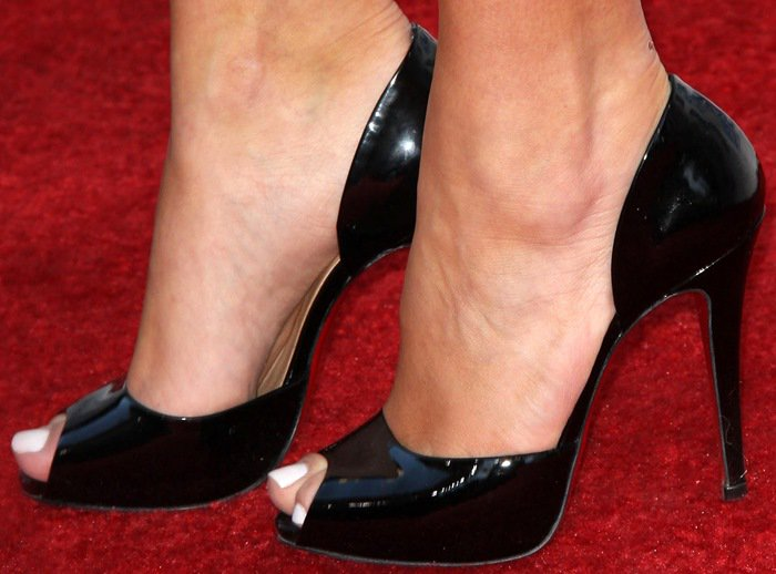 Kim Kardashian displayed her sexy toes on the red carpet