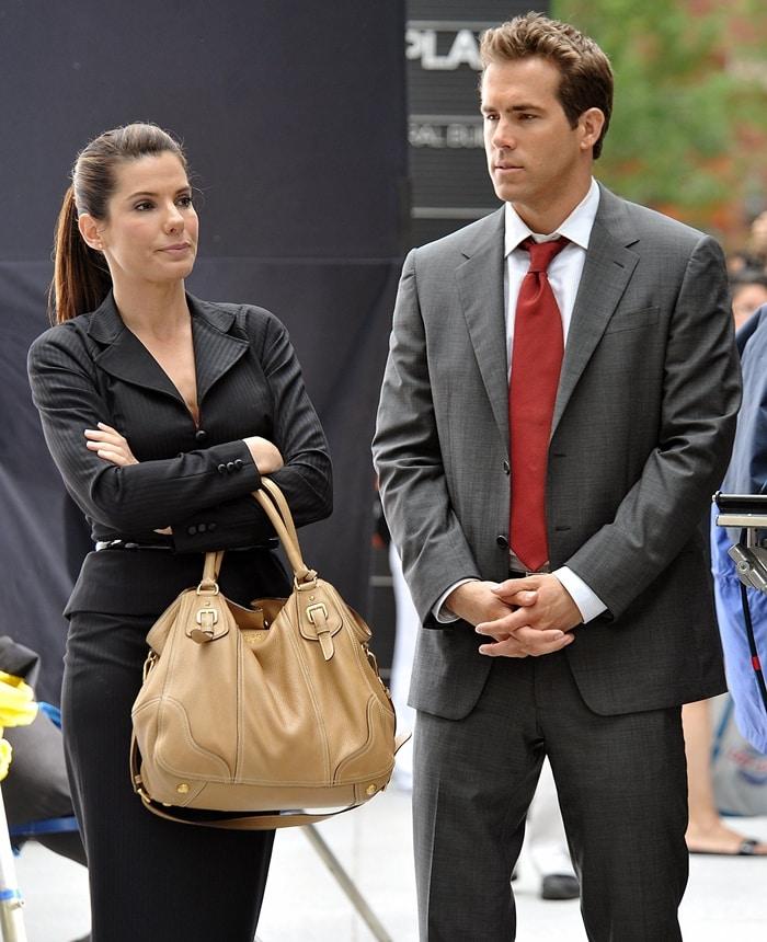 Sandra Bullock and Ryan Reynolds on the film set of 'The Proposal'