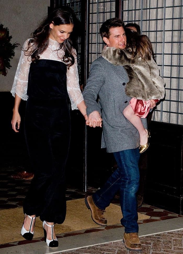katie-holmes-and-tom-cruise-walking
