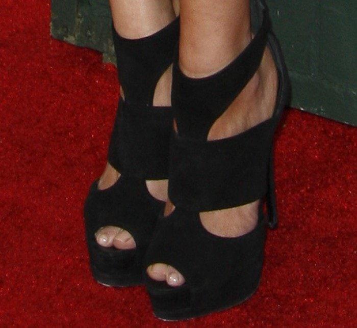 LeAnn Rimes's sexy toes in Giuseppe Zanotti sandals