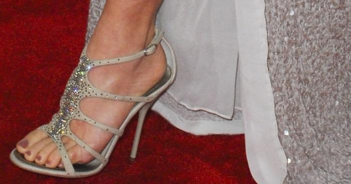 Naomi Watts showed off her feet in Giuseppe Zanotti sandals