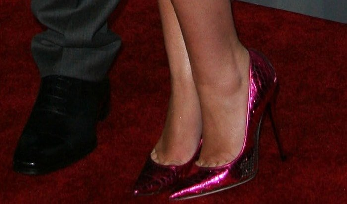 Miley Cyrus showing toe cleavage inTippi pump from Jimmy Choo