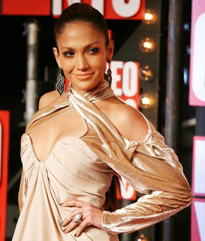 Jennifer Lopez attends the 2009 MTV Video Music Awards