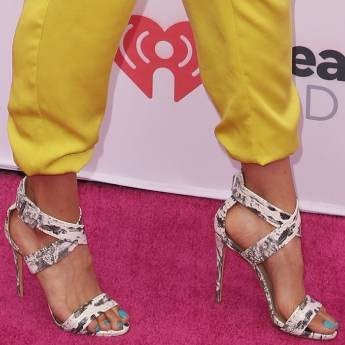 Jordin Sparks' sexy feet in snake-print sandals