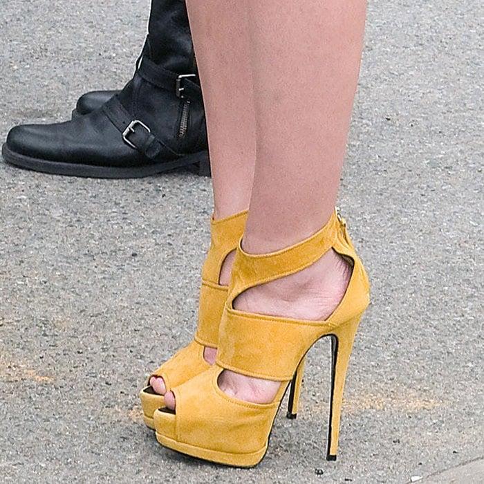 Leighton Meester shows off her feet inmustard yellow suede heels