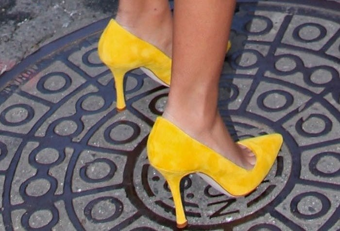 Solange Knowles rocking sunny yellow pointy-toe pumps