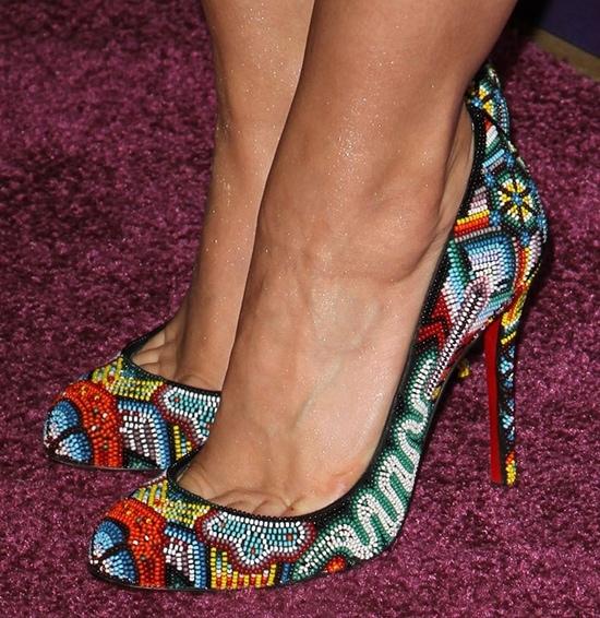 Kristen Bell's sexy feet inMexibeads pumps