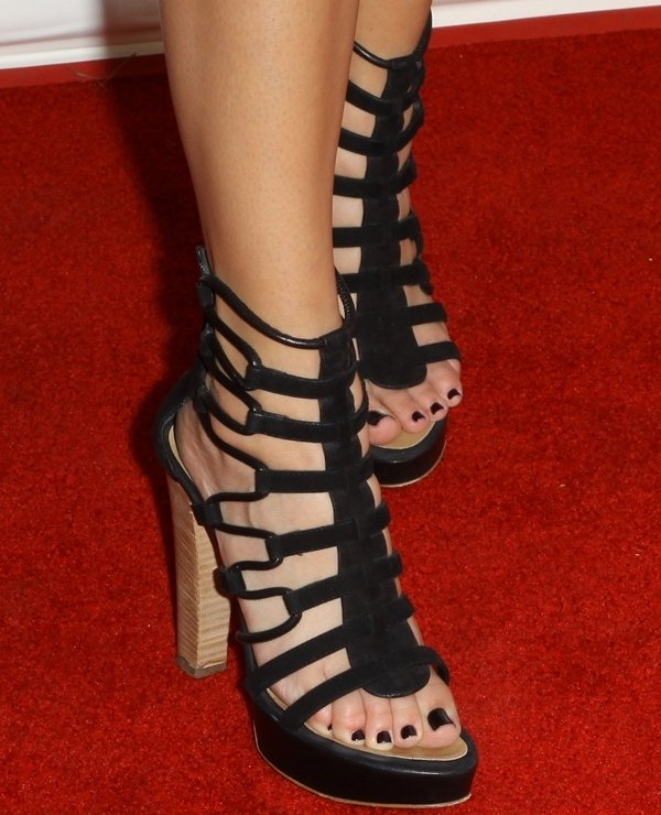 Khloe Kardashian's sexy feet and toes in towering sandals