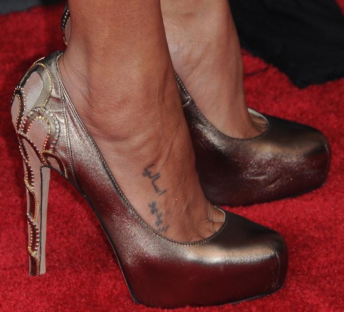 Zoe Saldana's sexy feet in Brian Atwood shoes