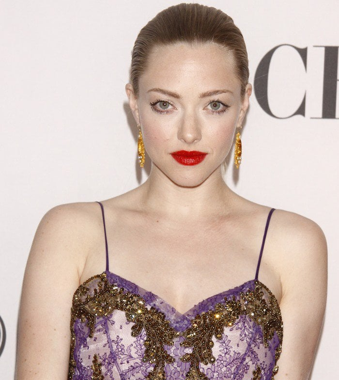 Amanda Seyfried hits the red carpet at the 2012 Tony Awards