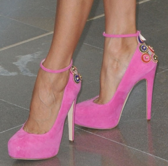 Eva Longoria wearing pink pumps from Brian Atwood