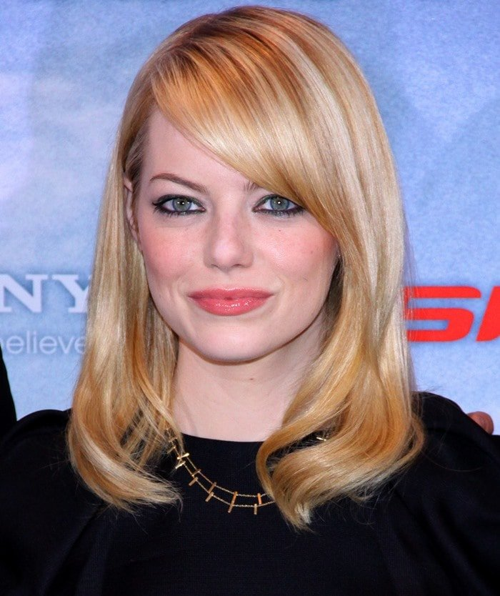 """Emma Stone shows off her new blonde hair at the Berlin photo call for """"The Amazing Spider-Man"""""""