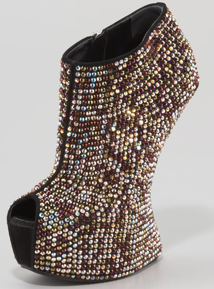 336ab1330000 Giuseppe Zanotti s Gravity-Defying Heel-Less Shoes Just Got Crazier