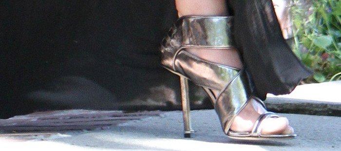 Katherine Heigl styles her ensemble with a heavy pair of Camilla Skovgaard sandals