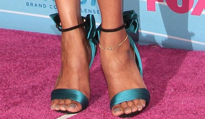 Zoe Saldana's pedicured toes in 'Vampanodo' heels