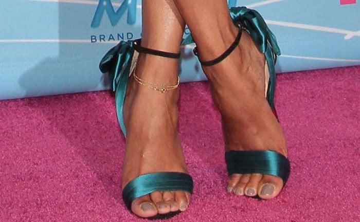 Zoe Saldana's pedicured feet in Vampanodo sandals