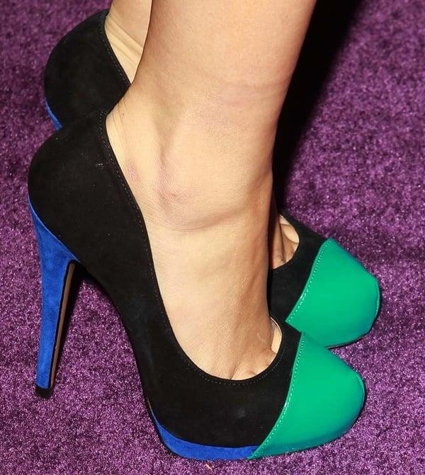 5d2eeb0cc86 Sexy Ariel Winter s Gorgeous Feet   Legs in High Heeled Shoes