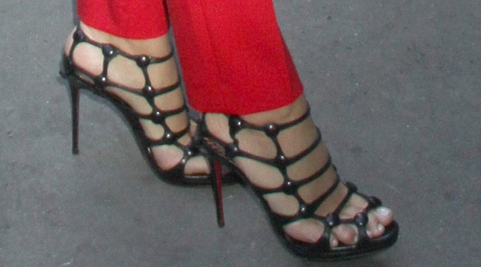 """Blake Lively shows off her feet in Christian Louboutin """"Neuron"""" heels"""