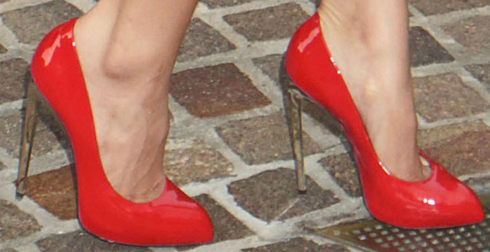 Jordin Sparks shows off her sexy feet in red patent pointy pumps