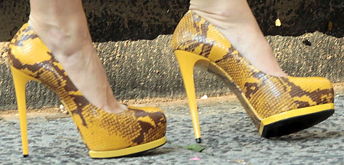 Blake Lively's yellow snakeskin Pour La Victoire 'Zimmer' pumps