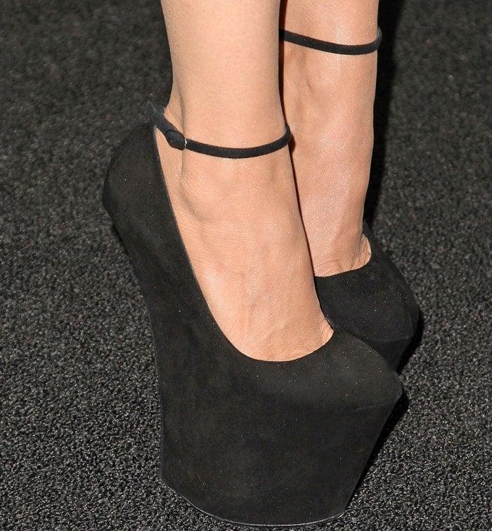 Actress Charlotte Ross rocks black heelless wedges
